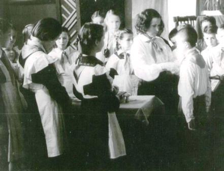18. 1954 uzn pionieros.jpg