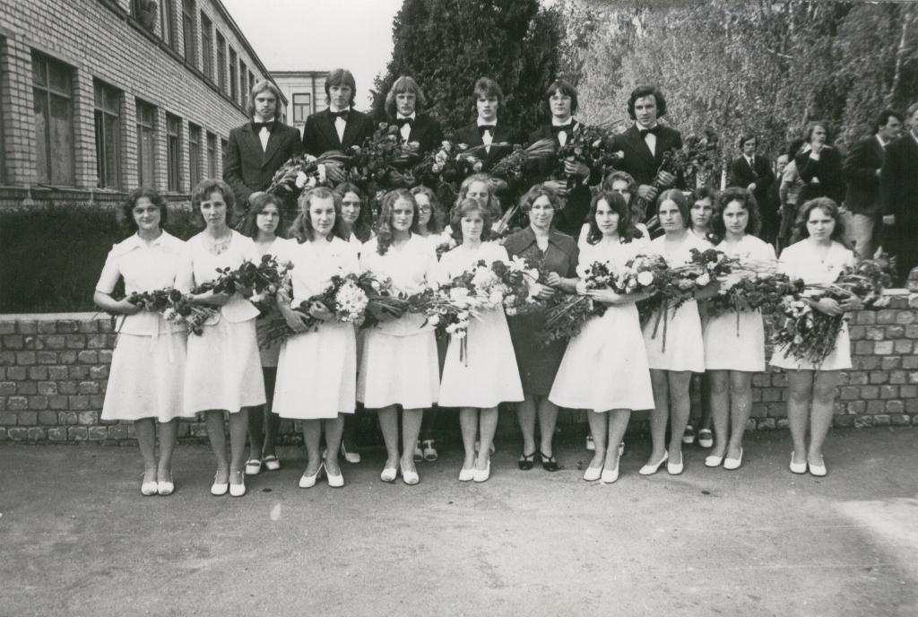 108. 1976.jpg