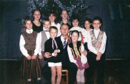 27. ansamblis Knifs 1998.jpg